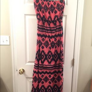 Almost Famous Strapless printed design dress